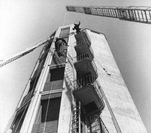 Övning i brandstationstornet. Slutet av 1950-talet.