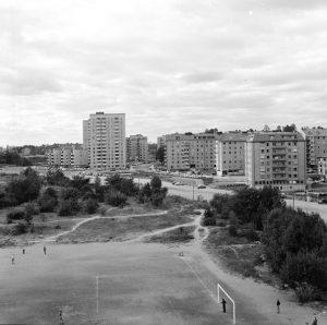 Vy från berget vid Solna Centrum mot Vireberg, slutet av 1950-talet. Frösundaleden är inte färdigbyggd.