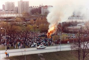 Valborgsmässoeld i Skytteholmsparken, tidigt 1980-tal.