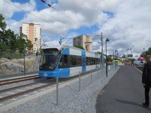 Den nya tvärbanan invigdes är 2012 och åker på Frösundaleden nedanför backen mot Virebergsvägen. Banan förbinder Solna station med Sickla och åker förbi Alvik.