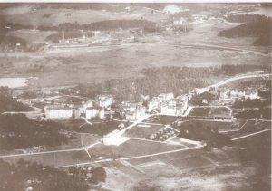 Flygbild 1920. Ekensbergs gård syns nederst till vänster.